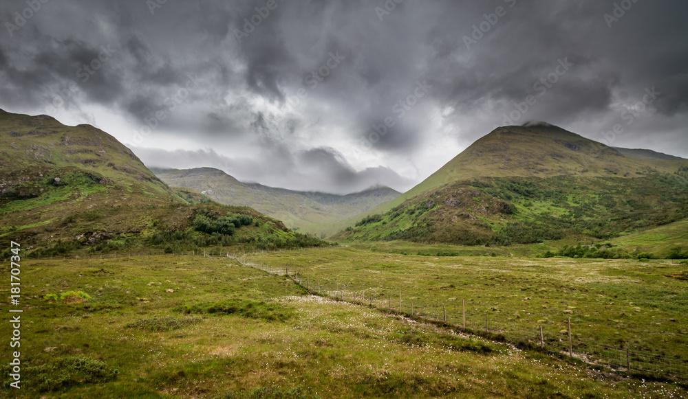Fototapeta Dramatic highlands