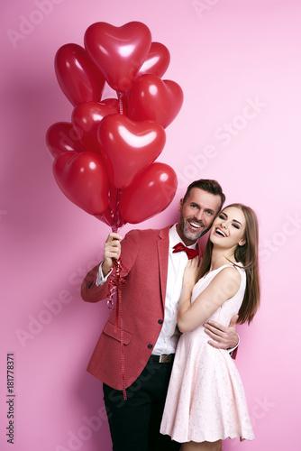 Obraz na plátně  Portrait of embraced affectionate couple with balloon