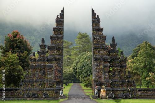Foto op Aluminium Bali Traditional big gate entrance to temple. Bali Hindu temple. Bali island, Indonesia