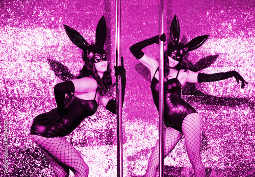 Cadres-photo bureau Carnaval pole dancer bunny ears sexy woman