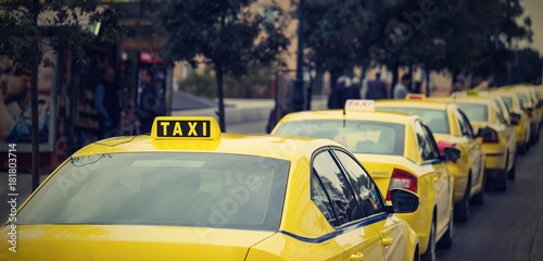 Valokuva yellow cars of the city taxi
