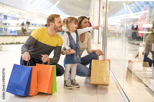Papel de parede Happy family with child and shopping bags doing shopping