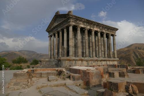 Spoed Fotobehang Bedehuis Tempel Garni in Armenien