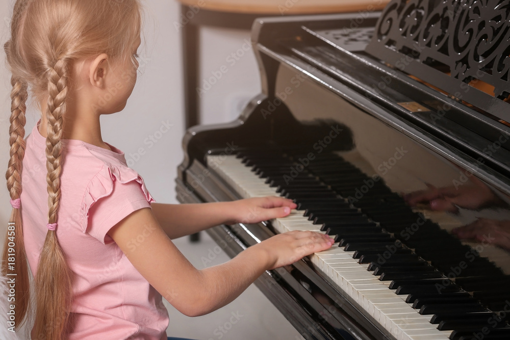 nudist-little-girl-playing-piano-gifs-of-nude-teens