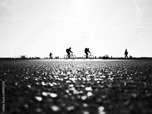 Fotografie, Obraz  cyclists cross the street
