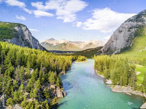 Montage in der Fensternische Fluss Aerial view of Bow river in Rockies Mountains, Banff National Park, Alberta, Canada