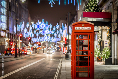fototapeta na szkło Phone box in London in Christmas time