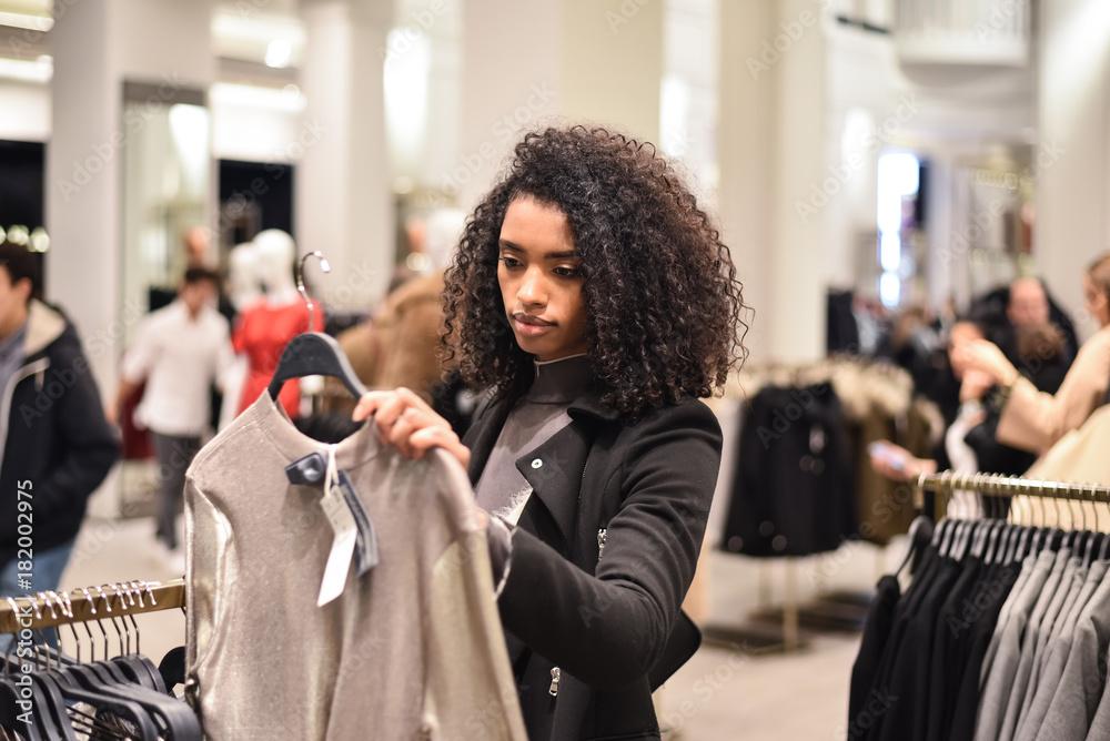 Fototapeta Black young woman doing shopping in a store