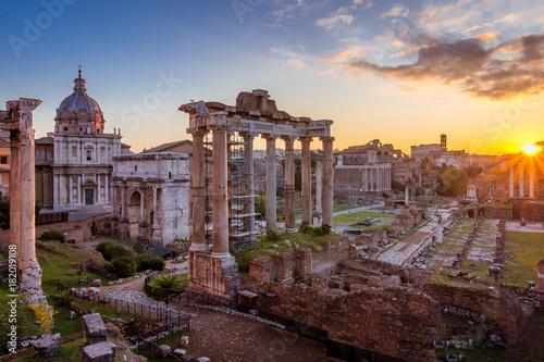 Fotografia Rome and Roman Forum in Autumn (Fall) on a sunrise with beautiful stunning sky a