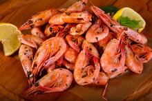 Boiled Shrimps With Lemon