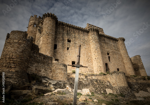 Tablou Canvas siege to the castle with swords