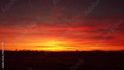 Photo  Beautiful vivid red orange sky during gorgeous sunrise.