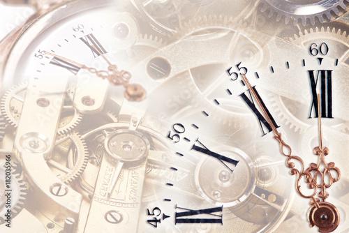 Fotografie, Obraz  Uhr mit Uhrwerk und Zahnrädern im Hintergrund