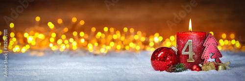 Fotografía  Vierter Advent schnee panorama Kerze mit Zahl dekoriert weihnachten Aventszeit h