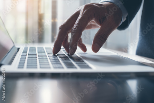 Fototapety, obrazy: Businessman working on laptop computer