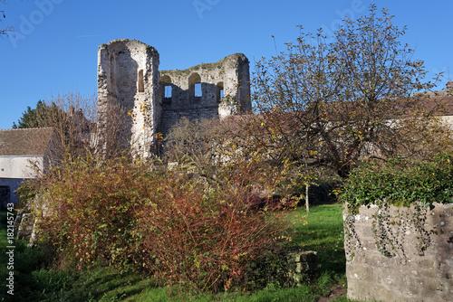 Plakat stara wieża w wiosce Grez sur Loing