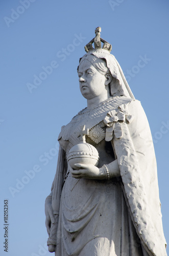 Fotografia Detail of Stone Statue of Queen Victoria