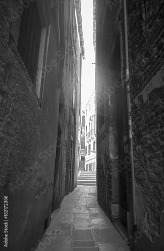 Fototapeten Schmale Gasse The alley of anguish