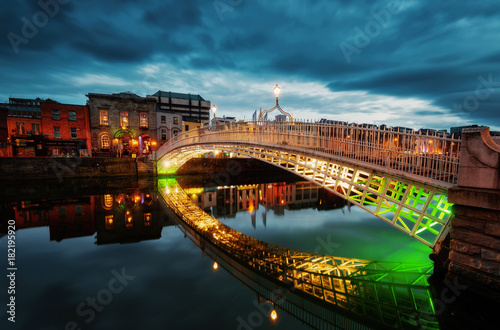 Photo  Ha'penny Bridge Dublin