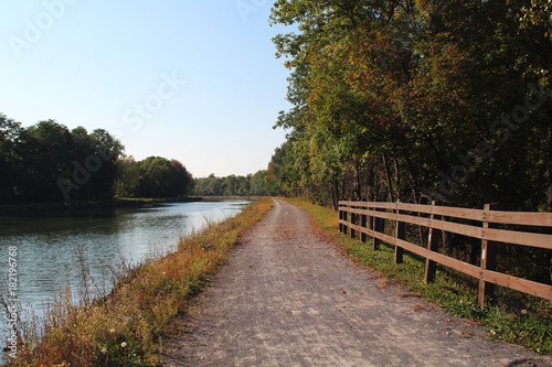 Cuadros en Lienzo Towpath on the Erie Canal in th autumn