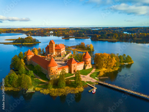 Foto op Canvas Oude gebouw Beautiful drone landscape image of Trakai castle