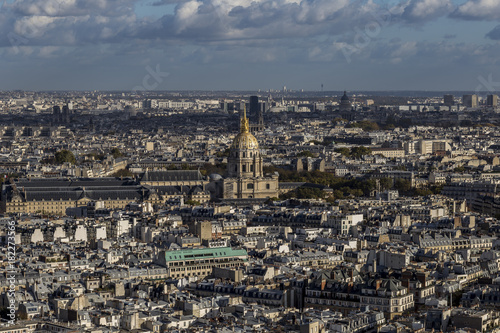 Poster de jardin Paris Looking out over Paris with large domed cathedral