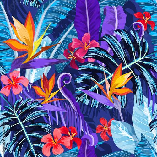 kolorowa-z-liscmi-wzor-z-tropikalnymi-kwiatami-i-roslinami