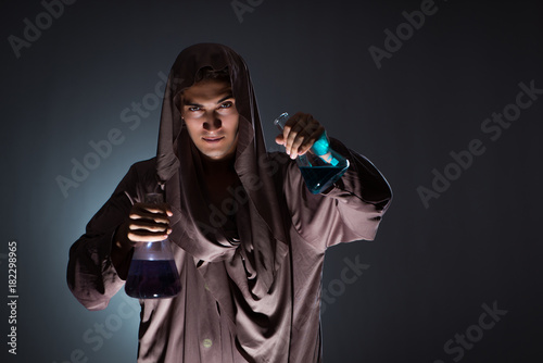 Photo  Alchemist doing experiments in alchemy concept