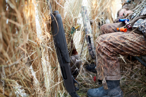 Photo  Hunter in camouflage sitting inside a blind