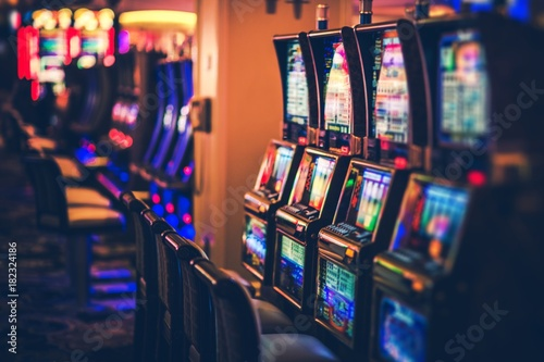 Foto Rows of Casino Slot Machines