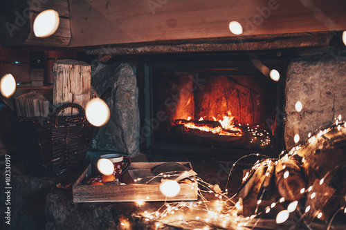 Fotografía Warm cozy fireplace with real wood burning in it