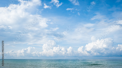 Foto op Canvas Luchtsport Blue sky with cloud and sea.