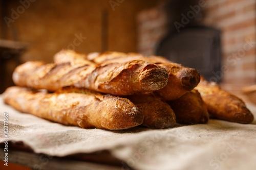 Fotografie, Obraz  baguette,pain,français,boulangerie,croustillant,mie,doré,croute,déjeuner,beurre,