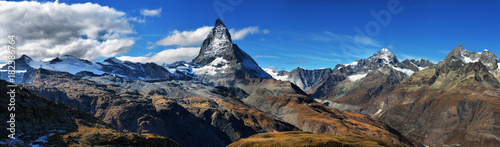 Amazing View of the panorama mountain range near the Matterhorn in the Swiss Alps Tablou Canvas