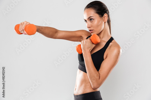 Photo  Portrait of a confident young asian fitness woman
