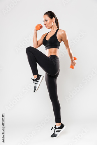 Photo  Full length portrait of a healthy young asian fitness woman