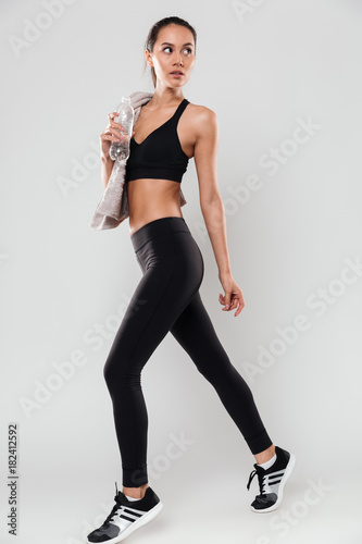 Photo  Full length portrait of young healthy asian fitness woman