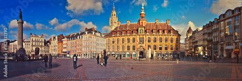 Grand Place de Lille, panorama & ambiance de crépuscule Canvas-taulu