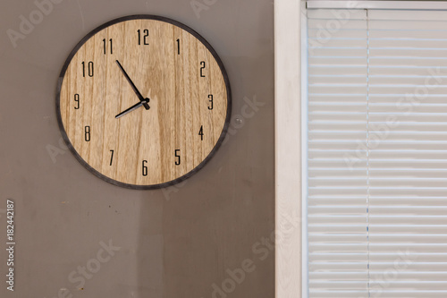 Fotografie, Obraz  Five minutes to eight o clock on the dial round wall clock