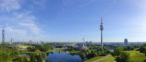 Foto op Canvas Stadion Blick auf das Olympiagelände in München, Olympiaturm