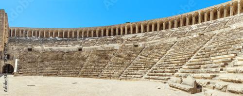 Photo Ancient Roman amphitheater of Aspendos near Antalya