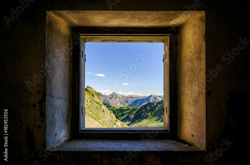 Fotografie, Tablou  Mountain Valley in the park of Mercantour (France, Lakes of Lausfer) seen from a
