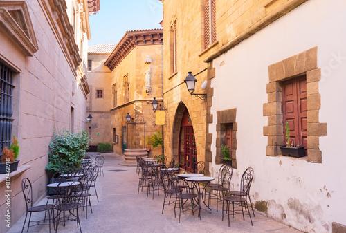 poble-espanyol-ulica-tradycyjny-architektury-miejsce-w-barcelona-catalonia-hiszpania