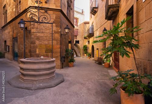 poble-espanyol-zwyczajna-ulica-tradycyjny-architektury-miejsce-w-barcelona-catalonia-hiszpania