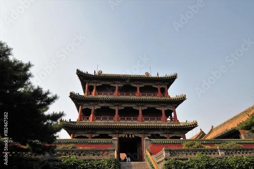 In de dag Beijing Shot of Ancient Chinese temple pagoda castle