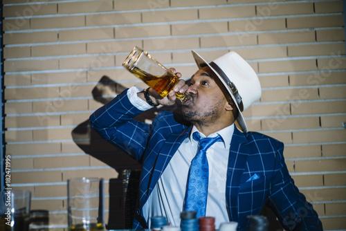 Fotografía  man drink alcohol