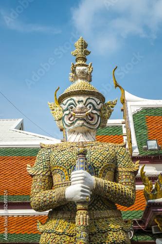Fotografía  Giant guardian statue in Wat Phra Kaew