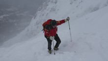 Alpinista Paolo Goglio In Montagna Con Tormenta Di Neve