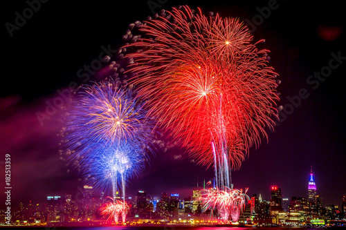 Foto op Plexiglas Volle maan 4th of July Macy's on Hudson river and the Empire State NYC