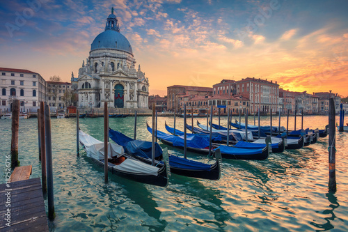 Foto op Plexiglas Historisch geb. Venice. Cityscape image of Grand Canal in Venice, with Santa Maria della Salute Basilica in the background.